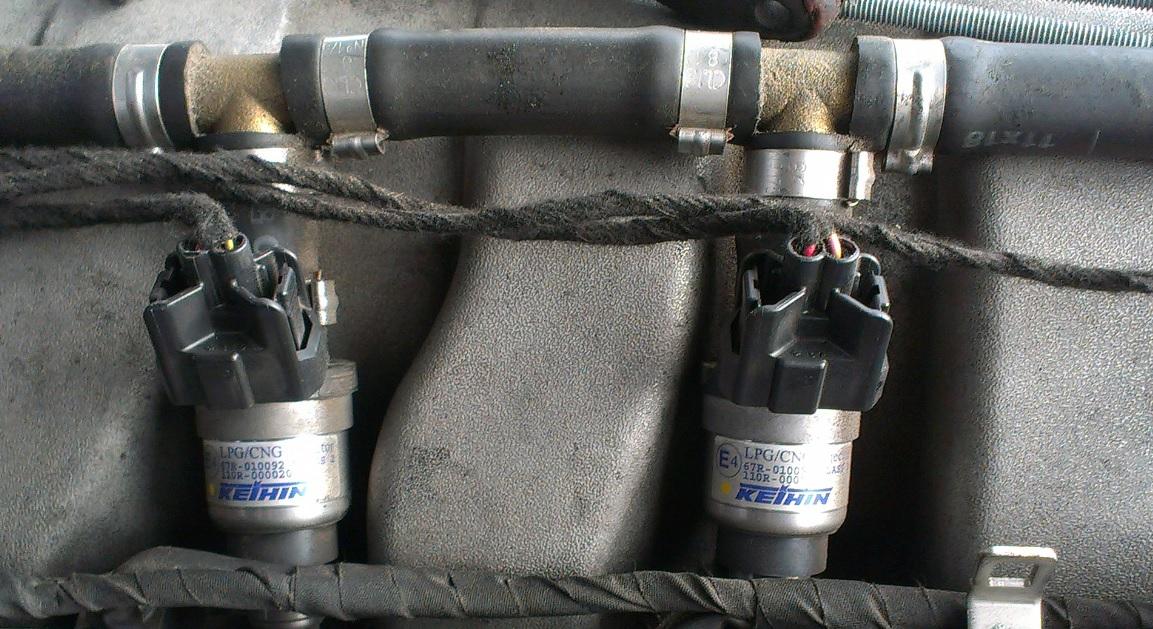 Autogas Einspritzdüsen am Motor